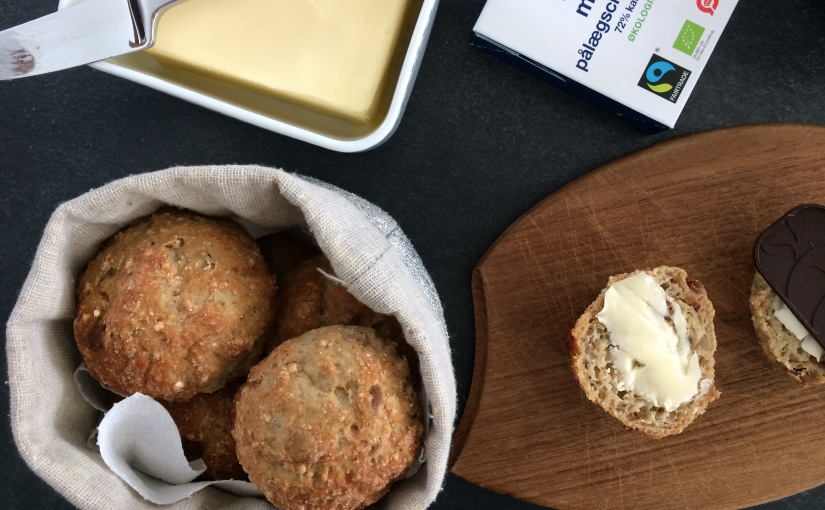 Gluten and dairy free buns based on oat and quinoa flour